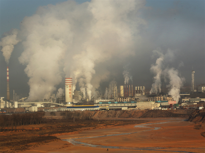 The_release_of_smoke_and_steam_from_the_Orville_Qianyuan_chemical_plant_fills_the_sky._meitu_3.jpg